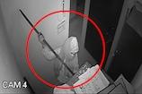सब्बल लेकर बैंक में चोरी करने पहुंचा चोर, देखिए चोर की करतूत