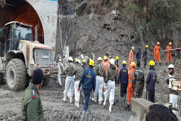 उत्तराखंड के चमोली जिले में ग्लेशियर फटने से भारी तबाही मची है. यहां का मलारी ब्रिज भी टूट गया है. जबकि 170 से ज्यादा लोग लापता हैं.