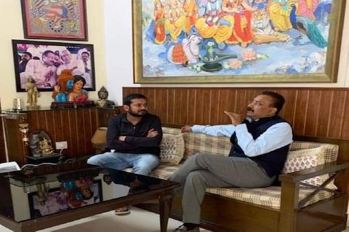 पटना में नीतीश सरकार के मंत्री अशोक चौधरी से मुलाकात करते कन्हैया कुमार