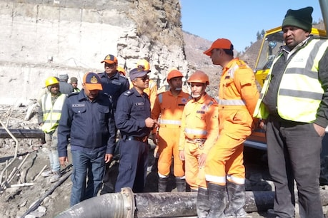 More than 100 people are feared buried in the desilting chamber.