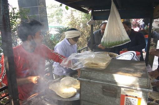 कुल्चा कहीं शाकाहारी बनता है तो कहीं इसे मांसाहारी बनाया जाता है.