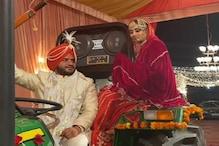 PHOTOS: किसान आंदोलन से लौटे युवक ने खास अंदाज में की शादी, ट्रैक्टर में बिठा दुल्हन को लाया घर