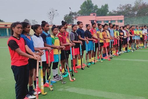 प्रतियोगिता के लिए झारखण्ड हॉकी टीम के सम्भावित 30 खिलाड़ियों ने सिमडेगा प्रैक्टिस शुरू कर दी है.