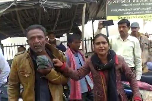 ललितपुर में कचहरी में पेशी पर आए ससुर को उसकी बहू ने जमकर पीटा.