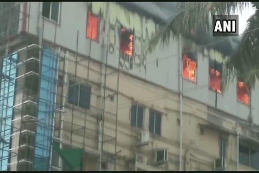 अस्पताल में लगी भीषण आग में कोई भी मरीज घायल नहीं हुआ है.