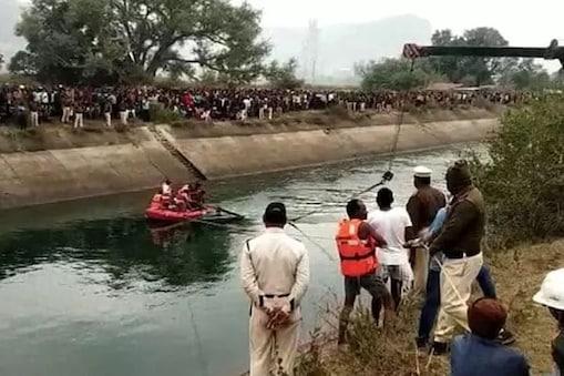 सीधी से सतना जा रही बस बाणसागर नहर में समा गई, जिसकी वजह से 54 लोगों को जान गंवानी पड़ी. (फाइल फोटो)