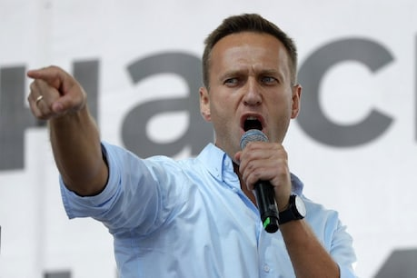 Alexei Navalny, addressing the crowd during a demonstration in Moscow, Russia.  (AP / 20 July, 2019)