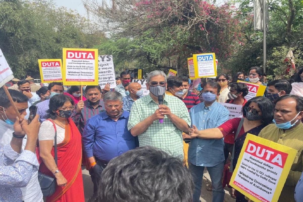 Delhi University College Teachers Protest against Delhi Government, AAP Government Funded colleges, NDTF, DUTA