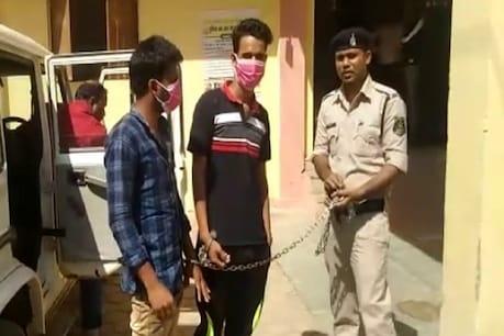 छत्तीसगढ़ पुलिस ने दोनों आरोपियों को हिरासत में लिया है. (न्यूज 18 हिंदी)