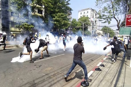 The security forces leave tear gas on the protesters in Yangon against the military coup in Myanmar.  (AP / 1 March 2021)