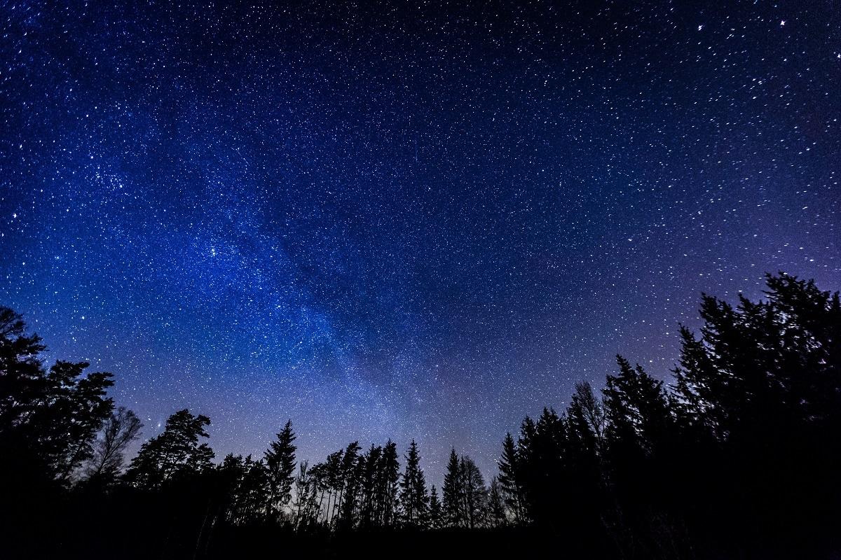 , Night Sky, Earth, Earth Orbit, Satellite, space debris, light pollution, brightness of sky, artificial satellites,  Display Headline