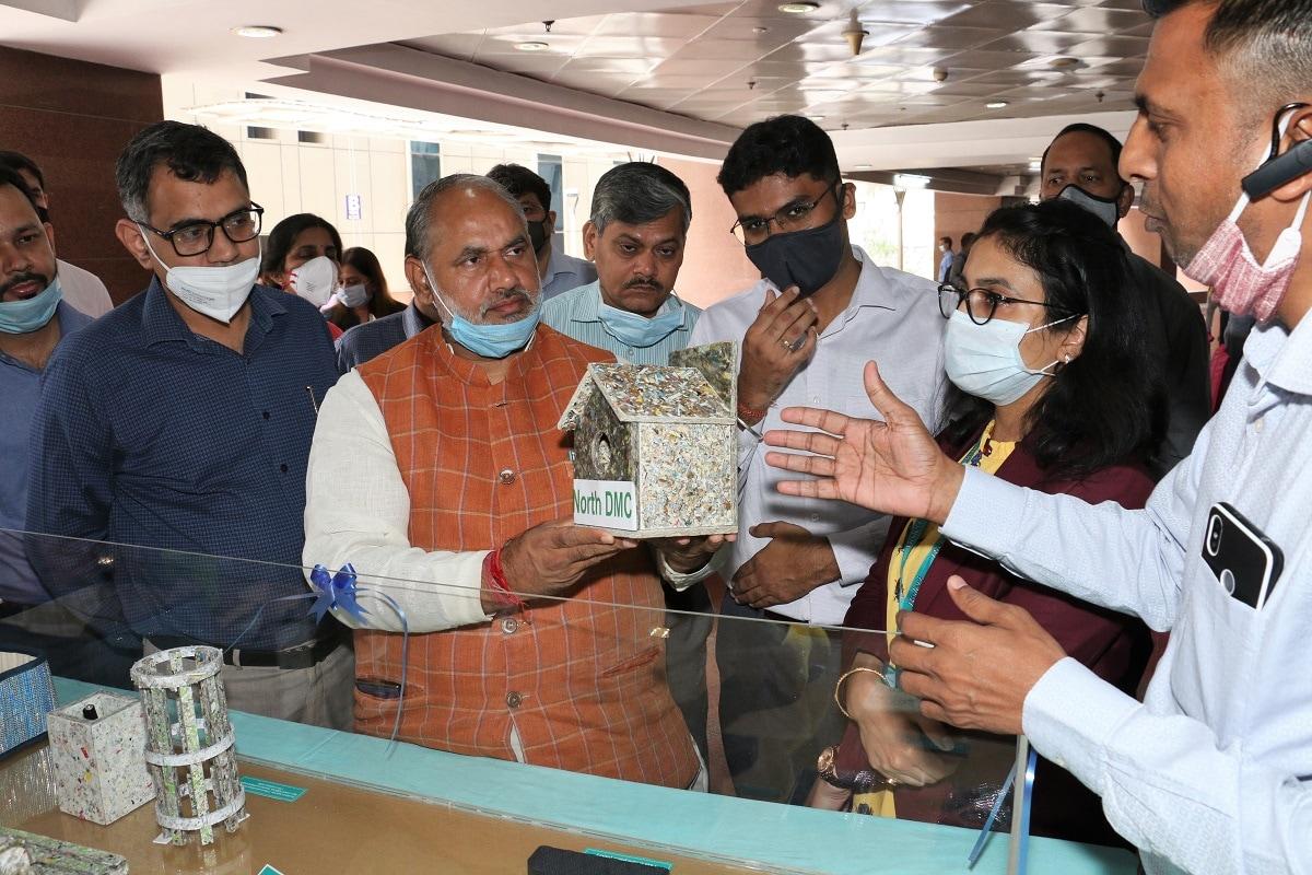 North Delhi Mayor Jai Prakash inaugurated the Plastic Waste Museum and Plastic Recycle Corner 'बॉटल फॉर चेंज' के अंतर्गत प्लास्टिक अपशिष्ट संग्रहालय/ प्लास्टिक पुन:चक्रित कॉर्नर का उद्घाटन किया.