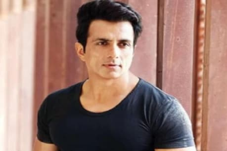 Sonu Sood has written in a tweet- Let us all together save lives.  (File photo)