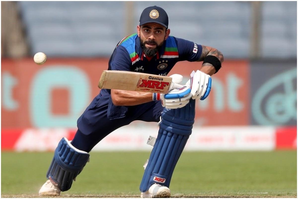 विराट कोहली ने कप्तान के रूप में सर्वाधिक वनडे रन बनाने वाले खिलाड़ियों की लिस्ट में दक्षिण अफ्रीका के पूर्व कप्तान ग्रीम स्मिथ को पीछे छोड़ दिया है. पुणे में इंग्लैंड के खिलाफ दूसरे वनडे के दौरान भारतीय कप्तान ने इंग्लैंड के टॉस जीतने के बाद तीसरे नंबर पर बल्लेबाजी करने के लिए उतरे थे. (PIC: AP)