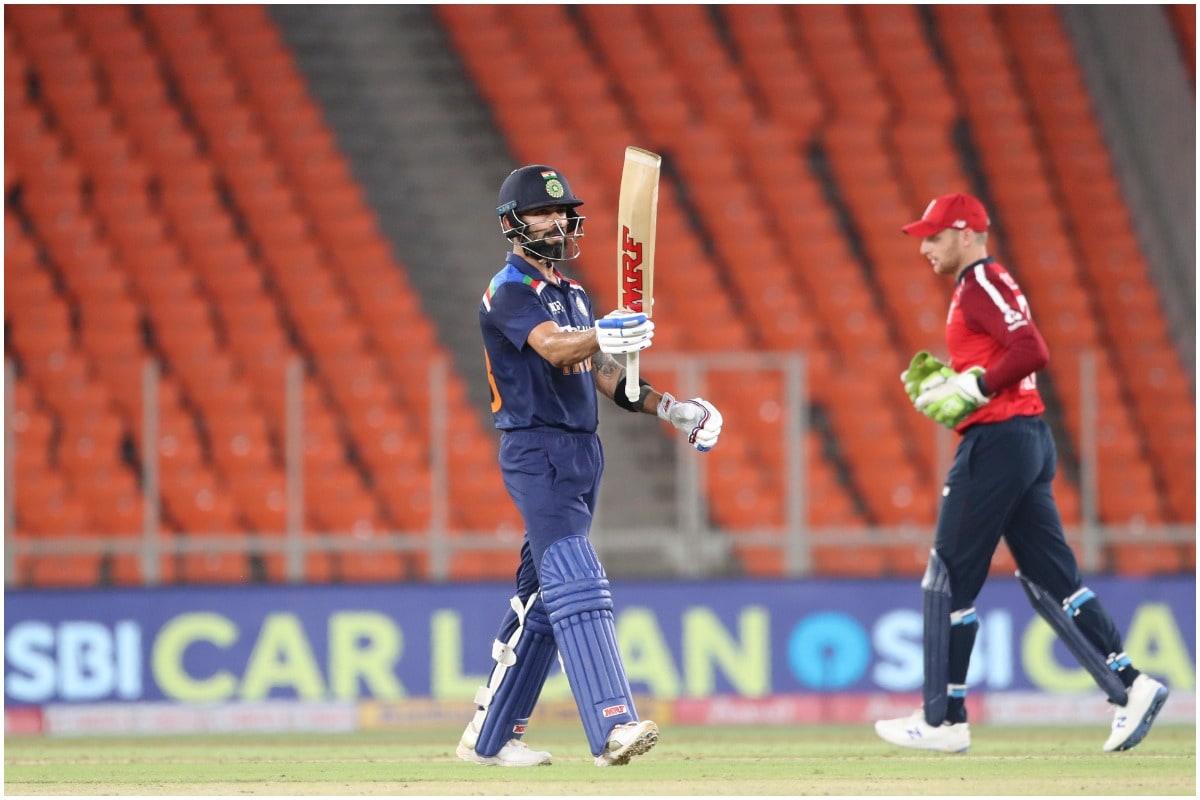कप्तान के रूप में 150 वनडे मैचों में ग्रीम स्मिथ के 5416 रनों को पार करने के लिए विराट कोहली को 41 रनों की आवश्यकता थी. विराट कोहली ने दूसरे वनडे में अर्धशतक जड़कर इस मुकाम को हासिल किया. हालांकि, विराट कोहली 66 रन की पारी खेलकर पवेलियन लौट गए. वह अपने अर्धशतक को एक बार फिर से शतक में नहीं बदल पाए. (PIC: AP)