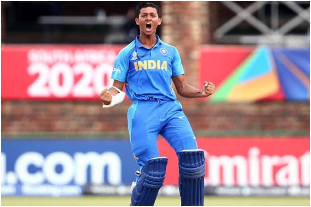 यशस्वी जायसवालः राजस्थान रॉयल्स की तरफ से जायसवाल ने आईपीएल 2020 की भूल जाने वाली शुरुआत की थी. तीन मैचों में 100 की स्ट्राइक रेट से उन्होंने 40 रन बनाई थी. वह लगातार नर्वस दिखाई दे रहे थे, लेकिन इस साल खुद को साबित करने के लिए उन्हें एक और मौका मिलेगा. जायसवाल ने लिस्ट एक के मैचों में दोहरा शतक बनाया था. उन्होंने 154 गेंदों पर 203रन बनाए. 2020 के अंडर 19 वर्ल्ड कप में जायसवाल ने 400 रन बनाए. फाइनल में 88 रन के साथ वह टॉप स्कोरर रहे. विजय हजारे ट्रॉफी में मुंबई के विजयी अभियान का वह अहम हिस्सा रहे. हालांकि पृथ्वी शॉ की शानदारा पारियों ने सुर्खियां बटोर लीं. स्टीव स्मिथ के रिलीज किए जाने के बाद जायसवाल की भूमिका बढ़ जाएगी. जायसवाल इस मौके को अवश्य भुनाना चाहेंगे. (Yashasvi Jaiswal/Twitter)