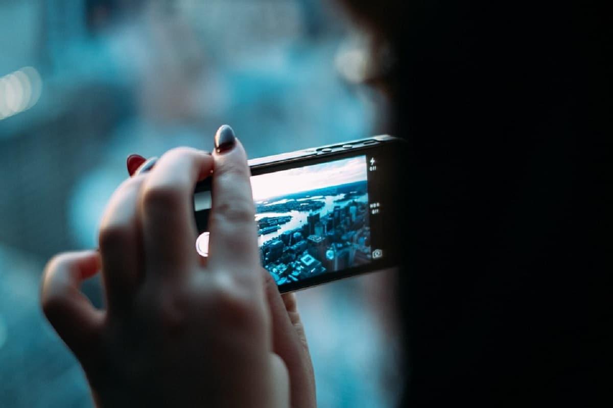 स्मार्टफोन की लत चुरा रही है नींद?