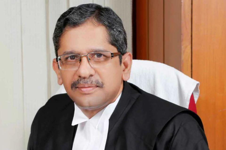 who is chief justice of india, supreme court judge, india's law minister, supreme court top judge, भारत के मुख्य न्यायाधीश, मुख्य न्यायाधीश कौन हैं, सुप्रीम कोर्ट के जज, भारत के कानून मंत्री