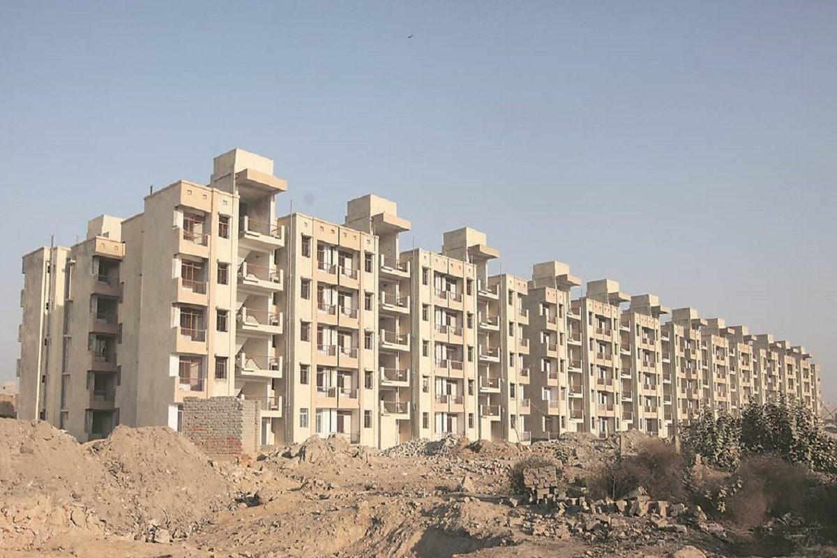allocation of flats, Jahan Jhuggi Wahin Makan Scheme, Delhi Government, Delhi CM Kejriwal, Arvind Kejriwal on Jahan Jhuggi Wahin Makan scheme, delhi politics, DUSIB, DSIIDC, delhi flat scheme, दिल्ली सरकार, झुग्गी बस्ती, जहां झुग्गी, वहीं मकान योजना, फ्लैट्स, शहरी आश्रय सुधार बोर्ड, डुसिब, डीएसआईआईडीसी, 52,344 फ्लैट, केजरीवाल सरकार, अरविंद केजरीवाल