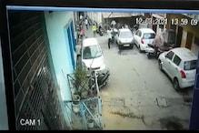 अजीब चोरी, लड़कियों के कपड़े चुराकर भाग रहे बदमाश सीसीटीवी कैमरे में कैद