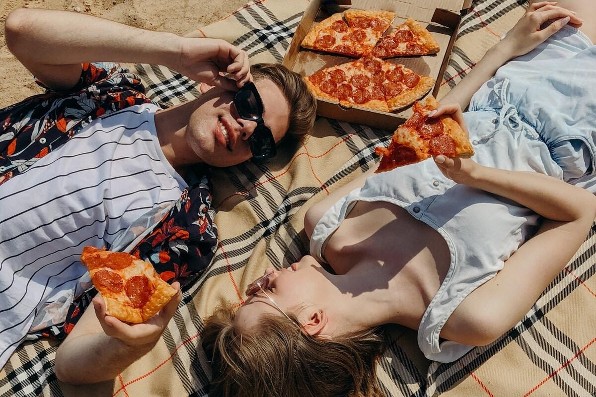 आपका पिज्जा खाने का तरीका भी खोलता है आपकी पर्सनैलिटी के राज, जानें कैसे