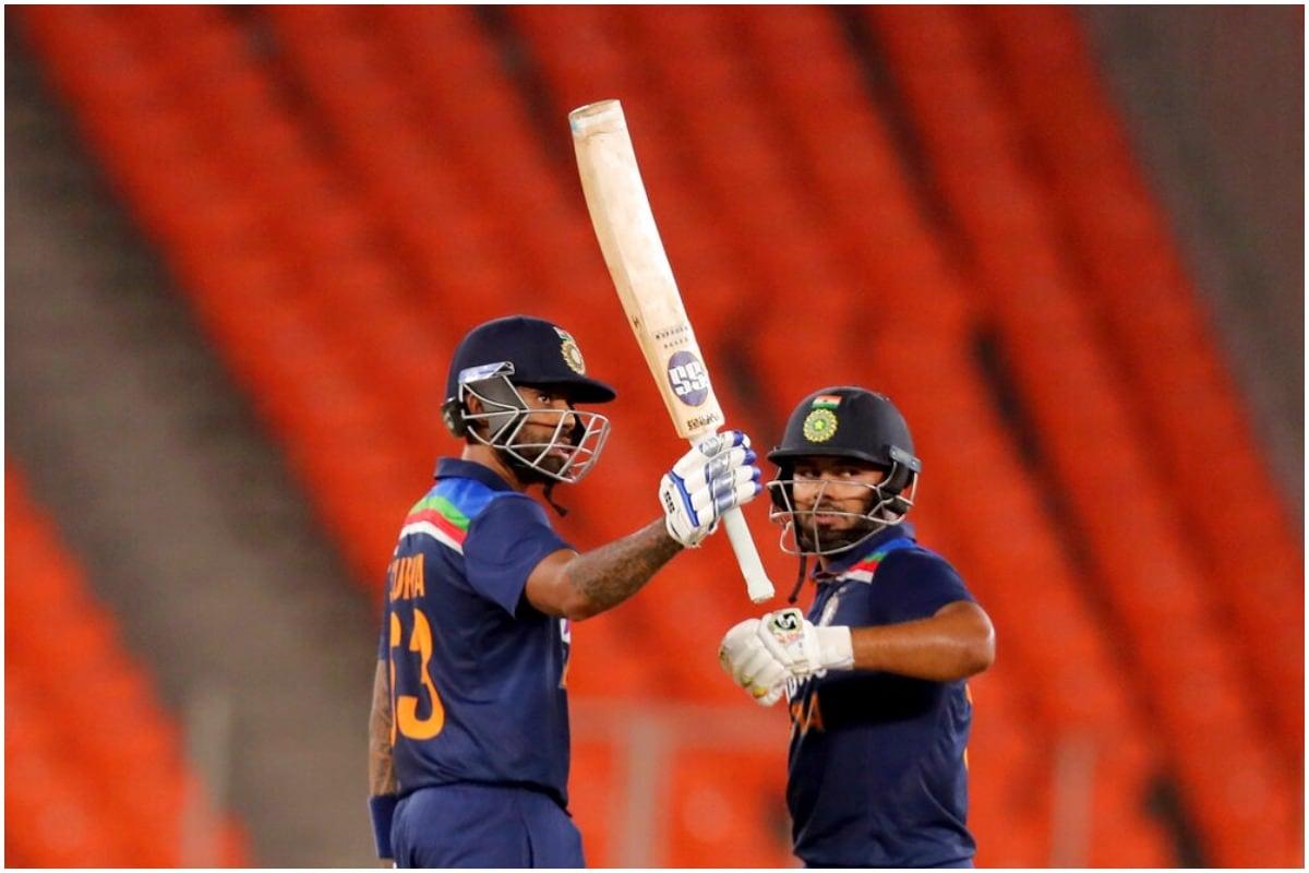सूर्यकुमार यादव नंबर 4 पर अच्छे बल्लेबाज साबित हो सकते हैं. टी20 सीरीज में सूर्यकुमार यादव ने पहली ही गेंद पर छक्का जड़ दिया था. दाएं हाथ के विस्फोटक बल्लेबाज ने महज 28 गेंदों में अर्धशतक लगाया था. (फोटो-AP)