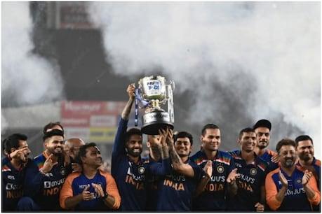 भारत की तरफ से आखिरी टी20 में चार बल्लेबाज खेलने उतरे. इनमें से तीन आईपीएल में मुंबई इंडियंस(Mumbai Indians) की ओर से खेलते हैं. इन तीनों ने इंग्लैंड के खिलाफ शानदार बल्लेबाजी की. रोहित शर्मा(Rohit Sharma), सूर्यकुमार यादव(Suryakumar Yadav) ने 188.24 और हार्दिक पंड्या(Hardik Pandya) ने 229 से ज्यादा के स्ट्राइक रेट से बल्लेबाजी करते हुए टीम की जीत की नींव रखी. (PIC:AP)