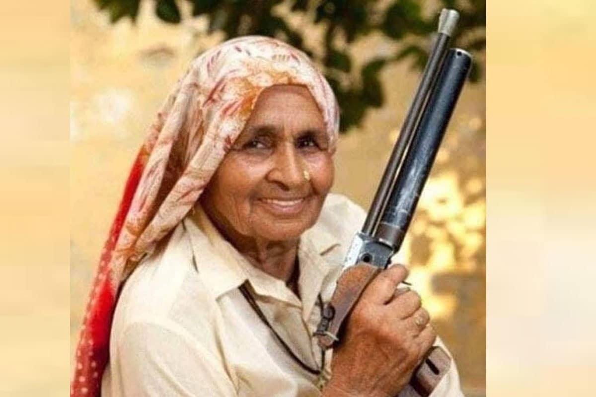 शूटर दादी के नाम से मशहूर चंद्रो तोमर का कोरोना से निधन, अस्पताल में भर्ती थीं - News18 इंडिया