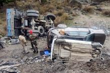मनाली: ट्रक ने दो खड़ी कारों को मारी टक्कर, टूरिस्ट दंपति सहित 4 घायल