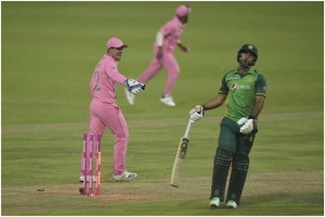 फखर जमां 155 गेंदों में 195 रन की पारी खेलकर रन आउट हुए (PIC: AFP)