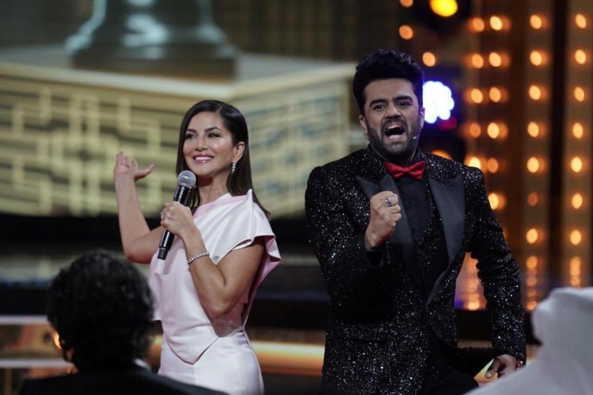 मुंबई. टीवी इंडस्ट्री के जाने-माने एंकर और एक्टर मनीष पॉल (Manish Paul) जब भी स्टेज पर आते हैं अपनी एंकरिंग से जादू कर जाते हैं.फिल्म इंडस्ट्री के अवॉर्ड शो फिल्मफेयर (Filmfare Award) में टीवी के फेमस एंकर और एक्टर मनीष पॉल ने रंग जमा दिया. उन्होंने सनी लियोन (Sunny Leone) के साथ डांस करने का एन्जॉय किया.