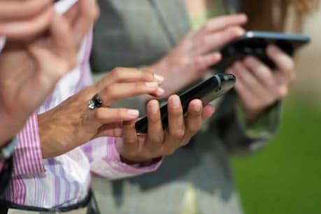 कोरोना काल में सोशल मीडिया पर मदद मांगने के चलते साइबर क्राइम बढ़ गया है.