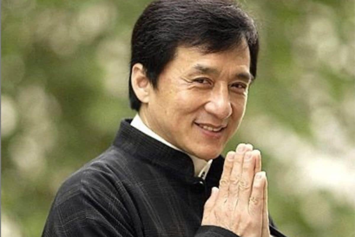 7 अप्रैल 1954 को पैदा हुए जैकी चैन (Jackie Chan) 67 साल के हो गए. जैकी ने कॉमेडी से लेकर एक्शन ड्रामा (Action ,Drama, Comedy) ने हर तरह की फिल्मों में काम किया. जैकी चैन को भारत की संस्कृति और सभ्यता से काफी प्यार है. (Photo Credits :jackiechan/Instagram)