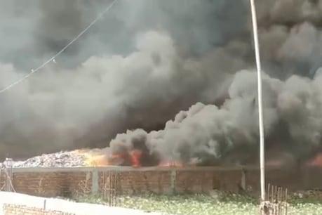 नोएडा की झुग्गियों में लगी भीषण आग