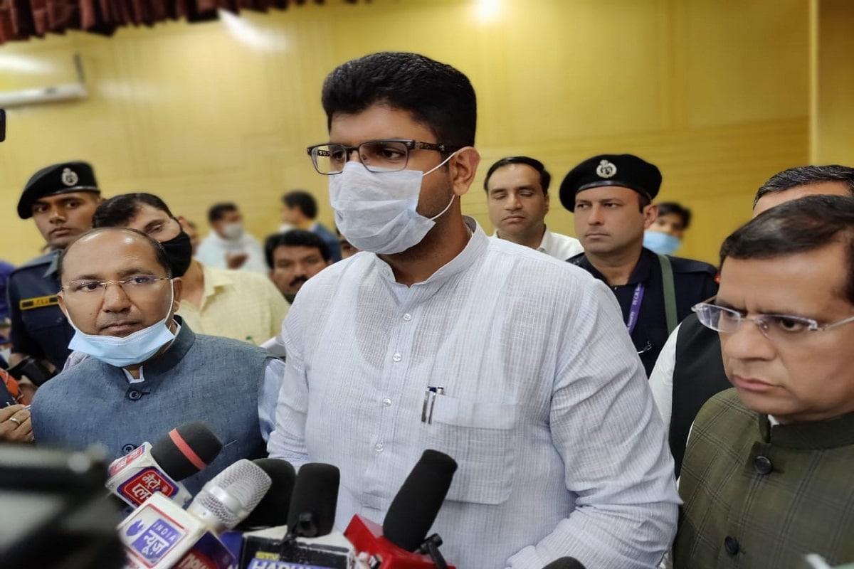 हरियाणा: खट्टर सरकार का डॉक्टरों और मेडिकल स्टाफ के लिए बड़ा फैसला, रेस्ट हाउस में रहना-खाना मुफ्त