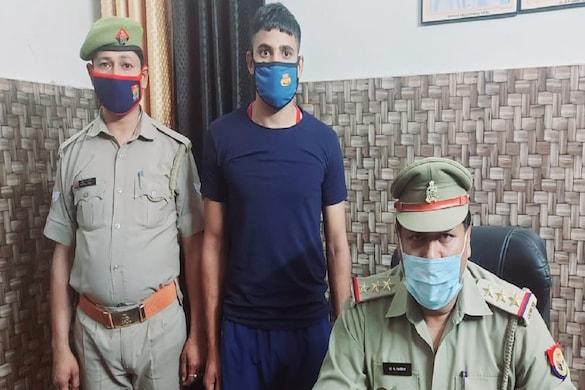 हाथरस में सेना के दो जवानों ने अपने ही गांव की एक नाबालिग लड़की के साथ गैंगरेप किया. एक गिरफ्तार हो गया है.
