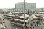 दिल्ली में लॉकडाउन के ऐलान के बाद लौटने लगे प्रवासी मजदूर, देखें- PHOTOS