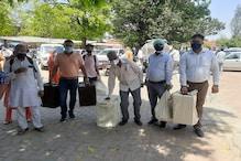 मेरठ: पंचायत चुनाव संपन्न कराने के लिए पोलिंग बूथों के लिये रवाना हुईं टीमें