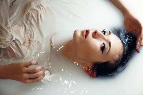 Taking milk bath provides freshness and nourishment to the body- Image credit / pexels-kristina-nor