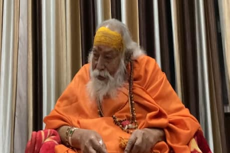 Shankaracharya said that the government leaves it whenever and wherever it wants and closes its button whenever it wants.