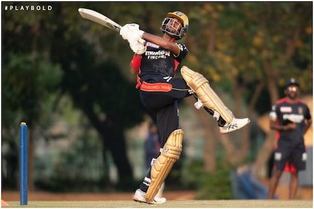 IPL 2021: आरसीबी के ओपनर देवदत्त पडिक्कल कोरोना पॉजिटिव पाए गए हैं . (फोटो साभार-@RCBTweets)