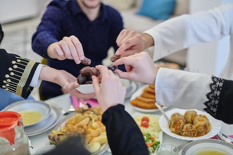 Do not eat food if you are in a hurry.  Image / Shutterstock