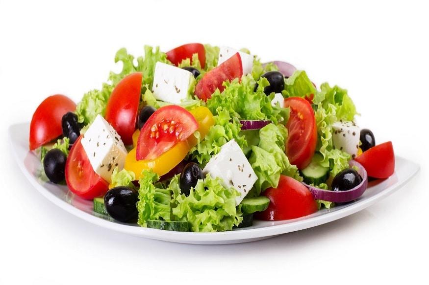 ऐसे में आपको सलाद (Salad) को अपनी डेली डाइट (Diet) में जरूर शामिल करना चाहिए. वहीं सलाद में मौजूद फाइबर (Fiber) वजन को नियंत्रित करने में मददगार होता है. इसलिए गर्मियों में आप फ्रूट सलाद, वेजिटेबल सलाद, मिक्स सलाद आदि का स्वाद लेकर खुद को सेहतमंद बनाए रख सकते हैं. All Images/Shutterstock