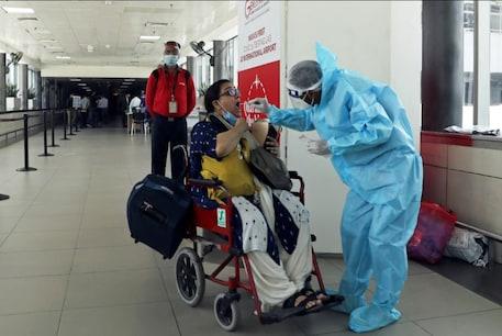 दिल्ली और मुंबई में कोरोना संक्रमित मरीजों की संख्या लगातार बढ़ती ही जा रही है.