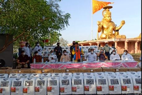 कैलाश विजयवर्गीय ने कहा- कोरोना की दूसरी लहर पीएम मोदी की लोकप्रियता कम करने की चीन की साज़िश है.