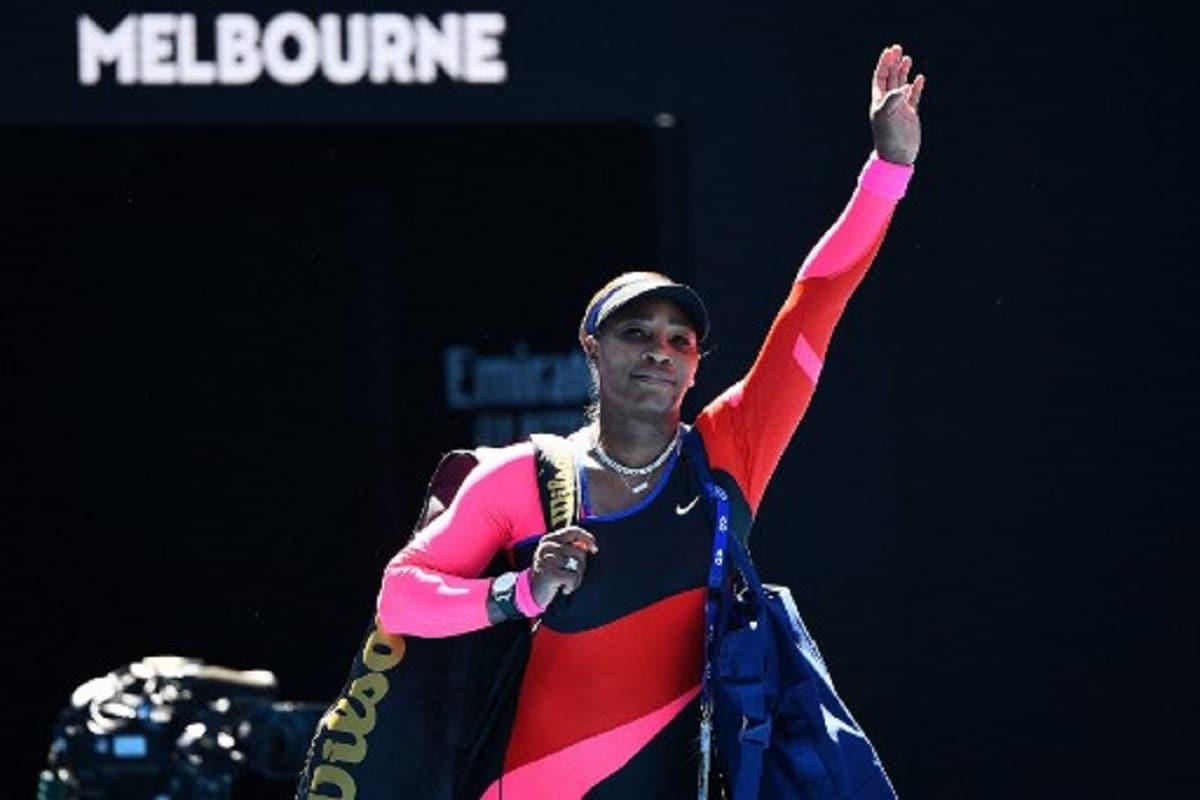 नई दिल्ली. अमेरिका की स्टार टेनिस खिलाड़ी सेरेना विलियमस् टोक्यो ओलंपिक से नाम वापस ले सकती हैं. 23 साल की ग्रैंड स्लैम चैंपियन सेरेना (Serena Williams) का कोरोना वायरस के चलते जुलाई में होने वाले ओलंपिक खेलों में खेलना तय नजर नहीं आ रहा है. 39 साल की ये टेनिस खिलाड़ी जल्द ही इटली ओपन में खेलती नजर आएंगी.(फोटो-AFP)