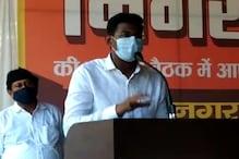 गोरखपुर: भावुक हुए DM, 'एक बेड के लिए लोग मरीज के मरने का कर रहे थे इंतजार'