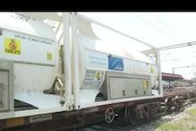 बंगाल से 40 MT लिक्विड मेडिकल Oxygen लेकर गोरखपुर पहुंची ऑक्सीजन एक्सप्रेस