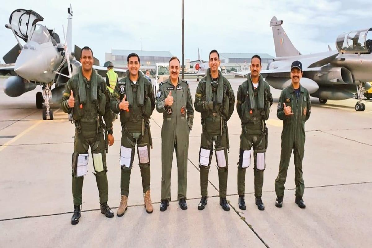 फ्रांस से तीन राफेल फाइटर जेट ने भारत के लिए भरी उड़ान