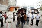 PICS: कब्र से निकालकर सऊदी अरब से 108 दिन बाद ऊना पहुंचा संजीव का शव, बेटियों ने दी मुखाग्नि